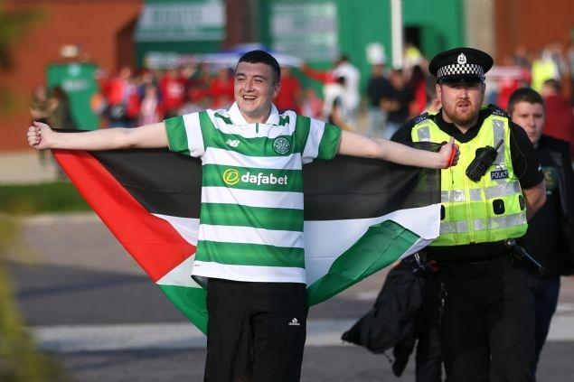 Celtic taraftarı Filistin bayrağı açtı 1