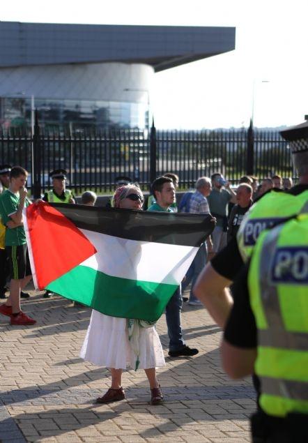 Celtic taraftarı Filistin bayrağı açtı 2