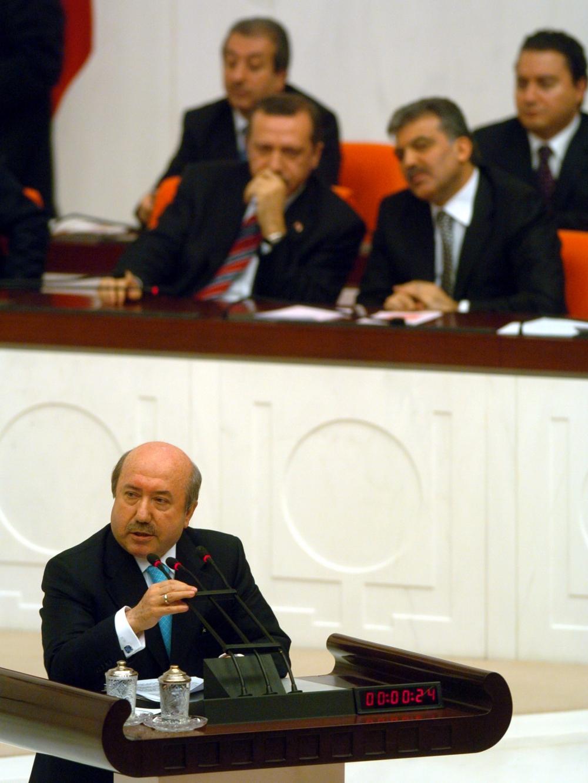 Eski Maliye Bakanı Unakıtan, vefat etti 5