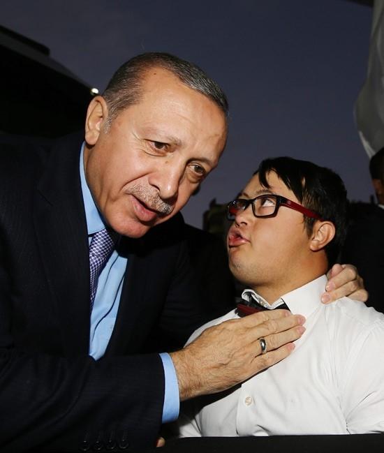 Erdoğan'dan çocuklara özel ilgi 13