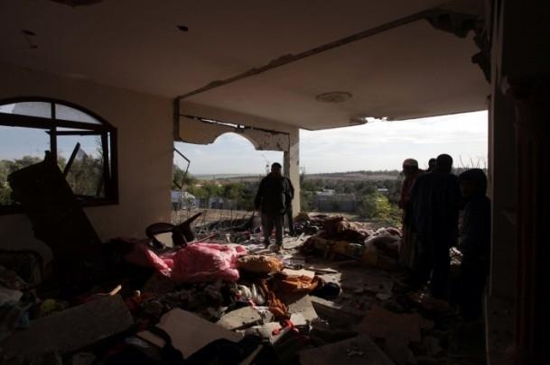 İsrail'in saldırısı evlerini başına yıktı 10