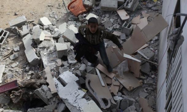 İsrail'in saldırısı evlerini başına yıktı 2