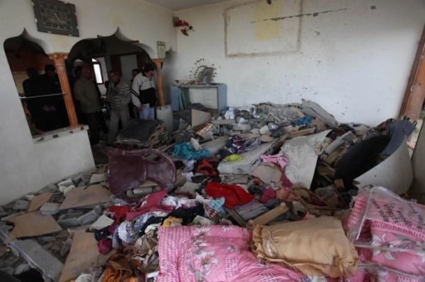 İsrail'in saldırısı evlerini başına yıktı 4