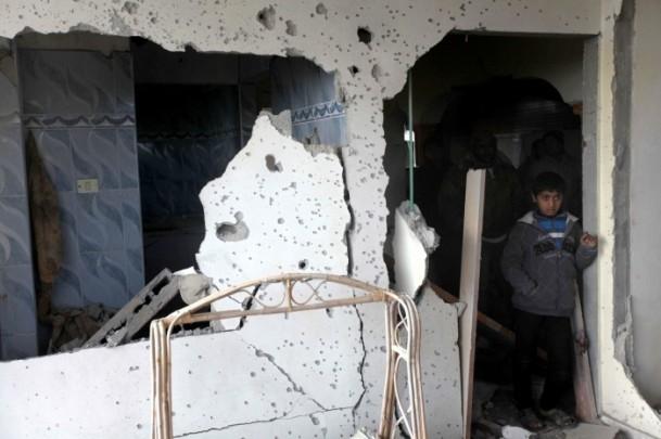 İsrail'in saldırısı evlerini başına yıktı 5