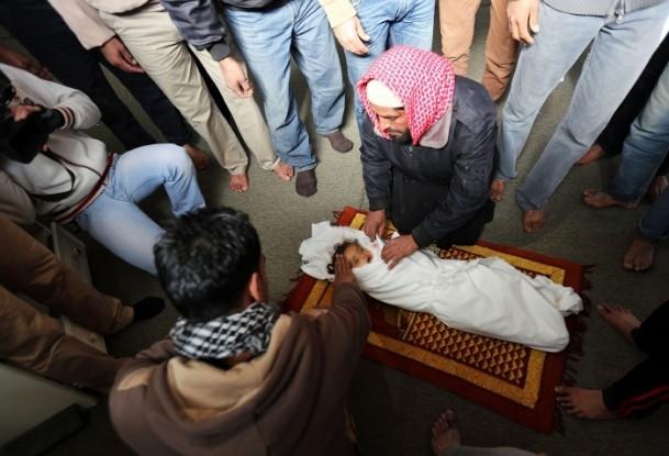İsrail'in saldırısı evlerini başına yıktı 9