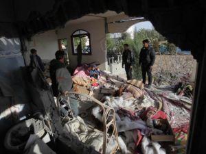 İsrail'in saldırısı evlerini başına yıktı