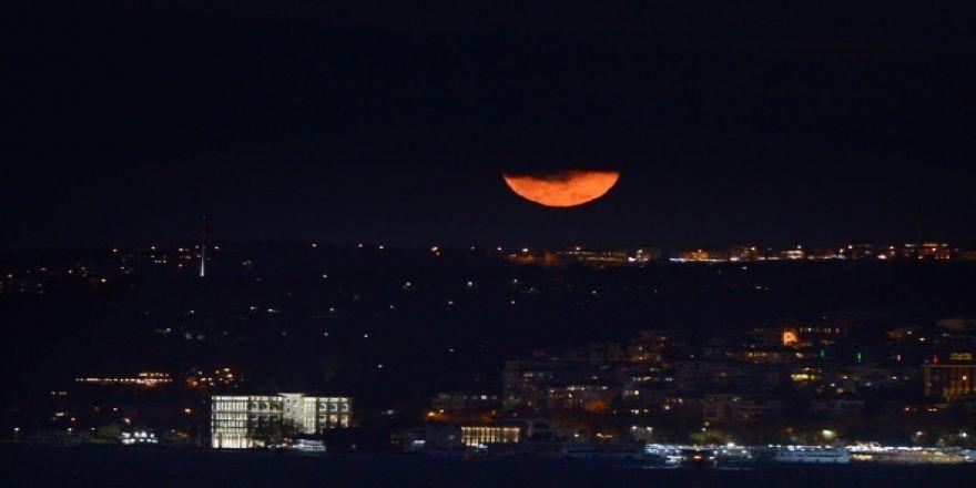 Süper Ay büyüledi