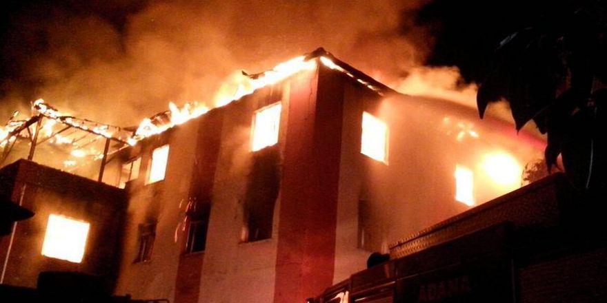 Adana'da öğrenci yurdunda yangın!