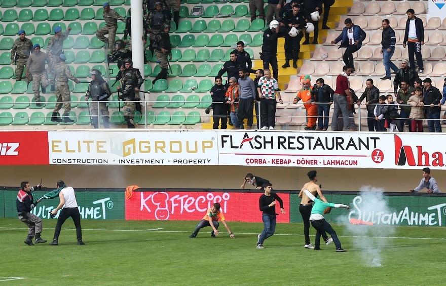 Alanya'da maç sonu olaylar çıktı 1