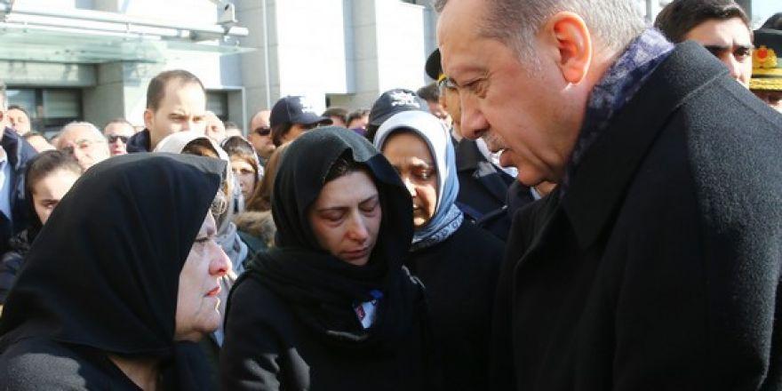 Şehitler için ilk tören İstanbul Emniyeti'nde