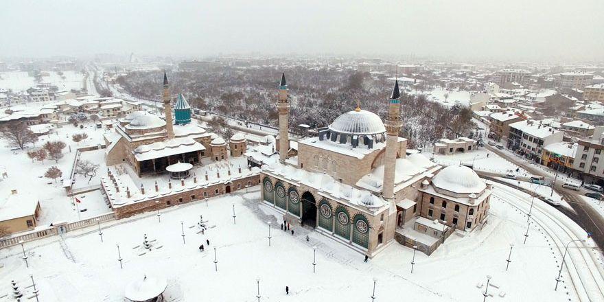 Konya'da kar yağışı kartpostallık görüntüler oluşturdu