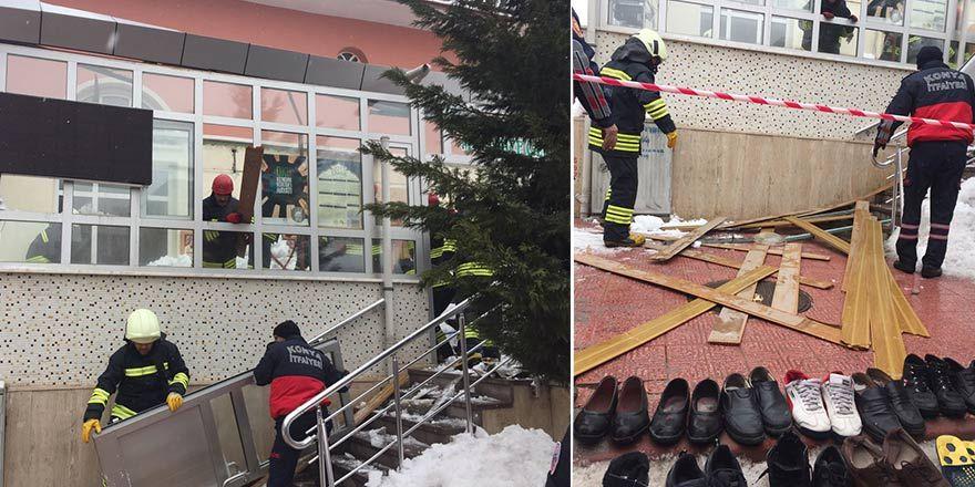 Konya'da cami girişindeki çatı çöktü! Yaralılar var