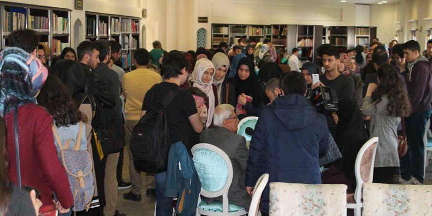 Rasim Özdenören'e Konya'da yoğun ilgi