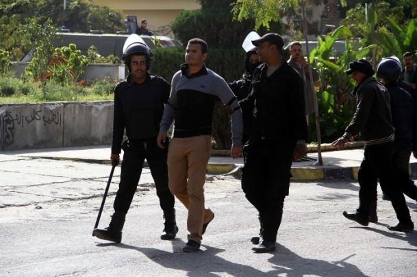 Ezher'de darbe karşıtlarına polis müdahalesi 1