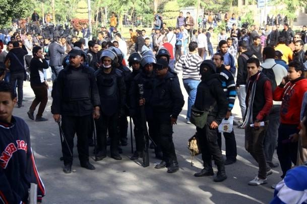 Ezher'de darbe karşıtlarına polis müdahalesi 16