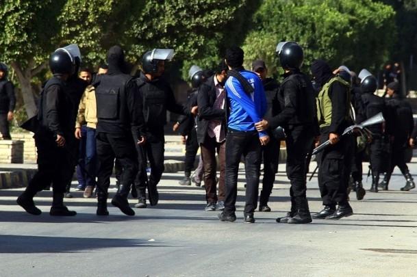 Ezher'de darbe karşıtlarına polis müdahalesi 2