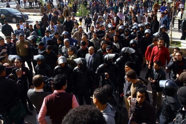 Ezher'de darbe karşıtlarına polis müdahalesi 5