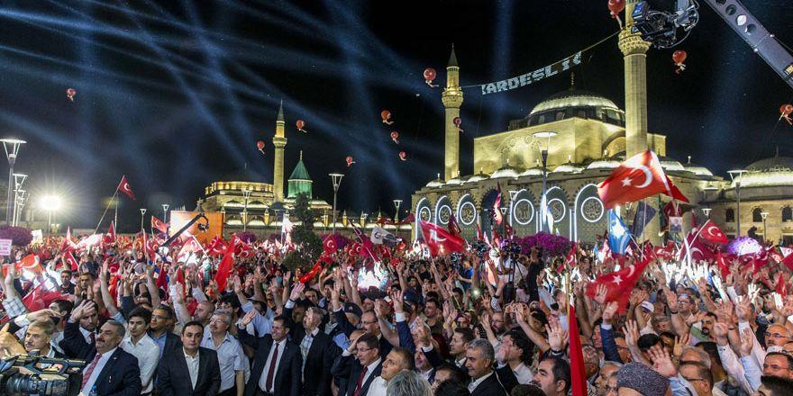 Konya, Mevlana Meydanı'na akın etti