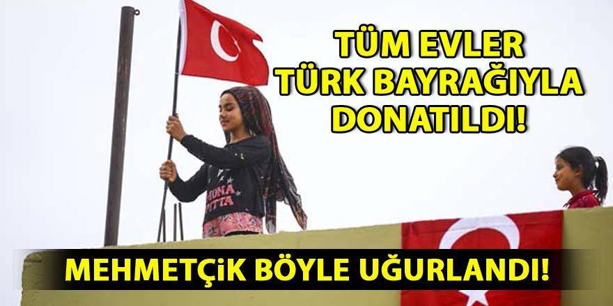 Tüm evleri Türk bayraklarıyla donatıp Mehmetçiği uğurladılar