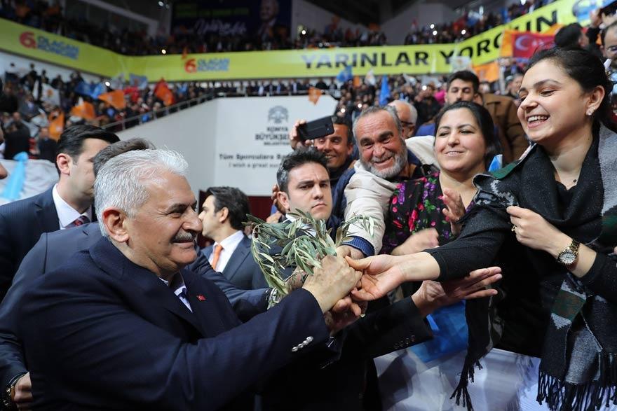 Başbakan Yıldırım'ı zeytin dalıyla karşıladılar 1