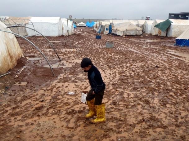 Suriyelilerin yeni yılda yağmur ve çamurla imtihanı 10