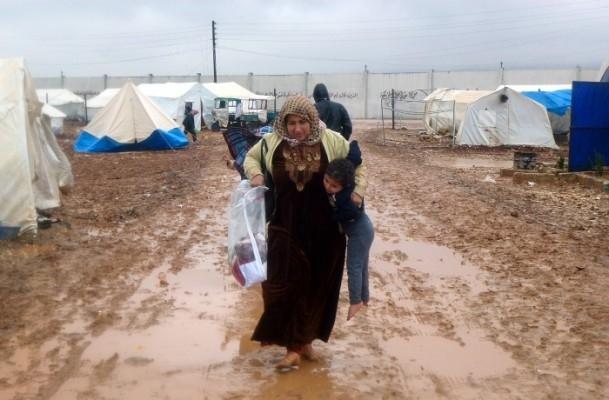 Suriyelilerin yeni yılda yağmur ve çamurla imtihanı 4