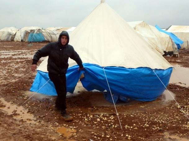 Suriyelilerin yeni yılda yağmur ve çamurla imtihanı 5