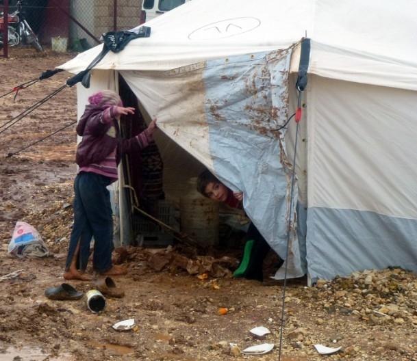Suriyelilerin yeni yılda yağmur ve çamurla imtihanı 6
