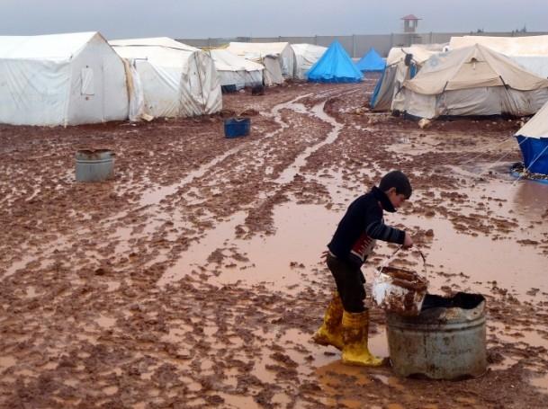 Suriyelilerin yeni yılda yağmur ve çamurla imtihanı 9
