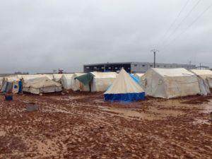 Suriyelilerin yeni yılda yağmur ve çamurla imtihanı