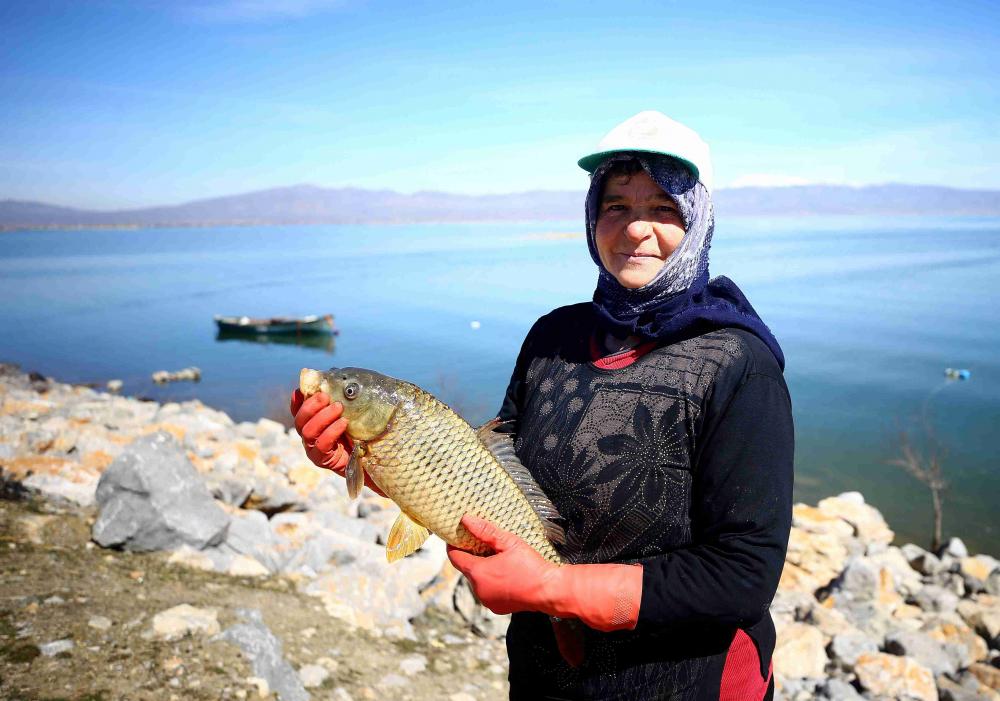 Göl sularının yükselmesi balıkçıların yüzünü güldürdü 1