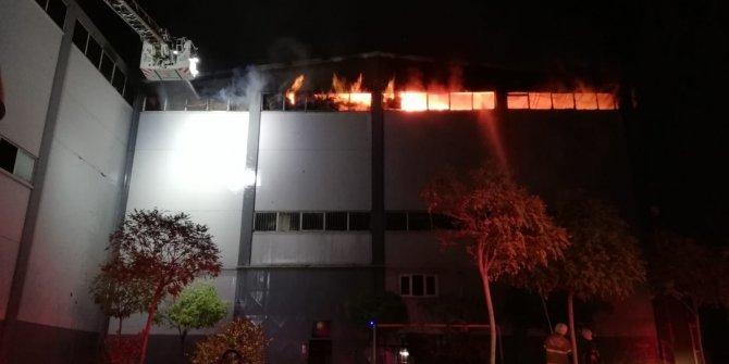 İzmir'de orman ürünleri depo ve atölyesinde yangın