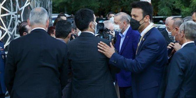 New York : Le président turc visite le Turkevi Center avant son inauguration