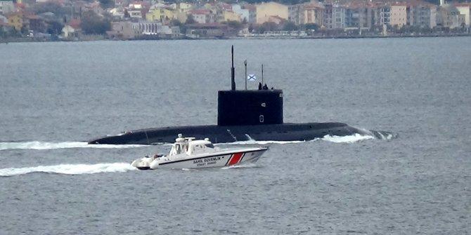 Rus denizaltısı, Çanakkale Boğazı'ndan geçti