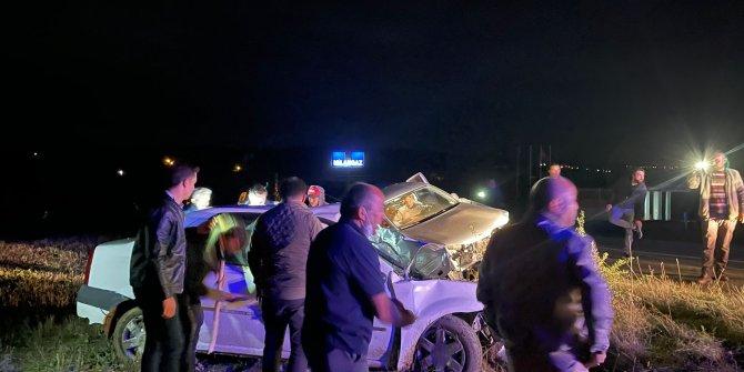 Otomobil ve pikap kafa kafaya çarpıştı: 2 ölü, 6 yaralı