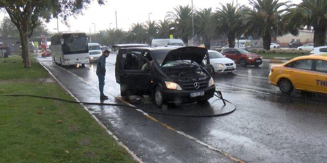 Minibüs yandı