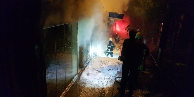 3 dükkan ve bir minibüs alev alev yandı