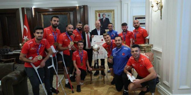 Bakan Soylu, Ampute Futbol Milli Takımı'nı kabul etti