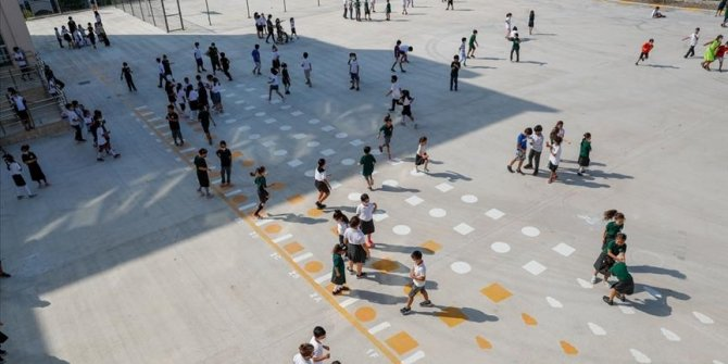 Turkey's COVID-19 cases in 0-17 age group double as in-person education resumes