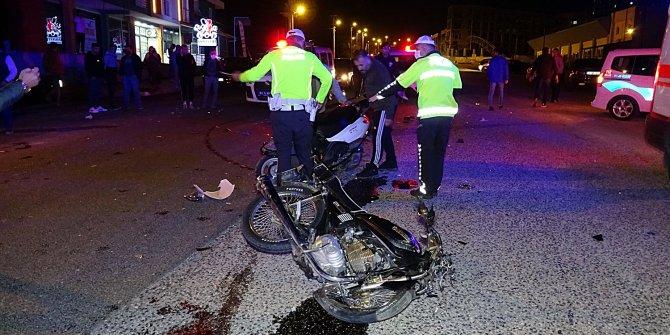Motosikletler çok kötü çarpıştı; 2 ağır yaralı