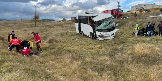 Turska: Prevrnuo se autobus koji je prevozio policiju, 12 povrijeđenih