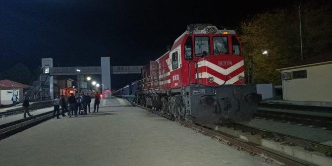 Tokat'ya yük treninin lokomotifi yandı