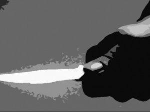Eşinden kaçmak isteyen kadın bıçaklandı