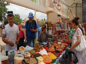 Özbekistan'da İpek ve Baharat Festivali başladı