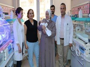 Anne karnındaki bebeğe 4 kez kan nakli yapıldı