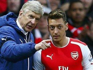 Arsenal, sözleşme için Mesut'u bekliyor