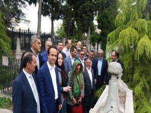 99. yılında ilk kez mezarı başında anıldı
