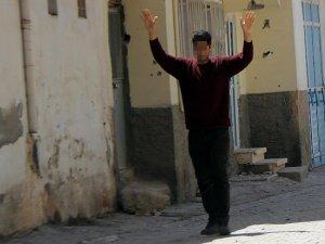 Bingöl'de 1 terörist teslim oldu