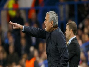 Football: Manchester United appoints Mourinho