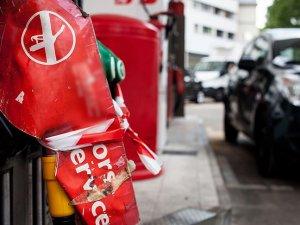 """Fransızlar Google'da en çok """"yakıt nasıl çalınır"""" kelimesini aradı"""